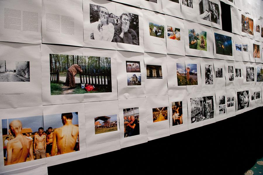 Alcune fotografie dei fotoreporter che seguirono e documentarono, a costo della loro vita, la tragedia che avvenne.